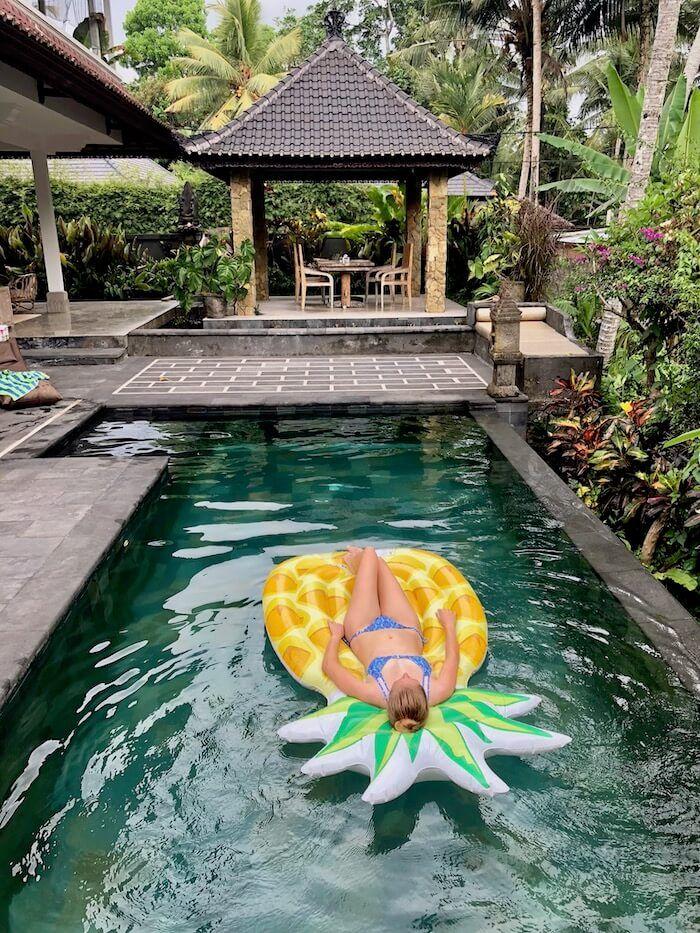 infinity-pool-ananas